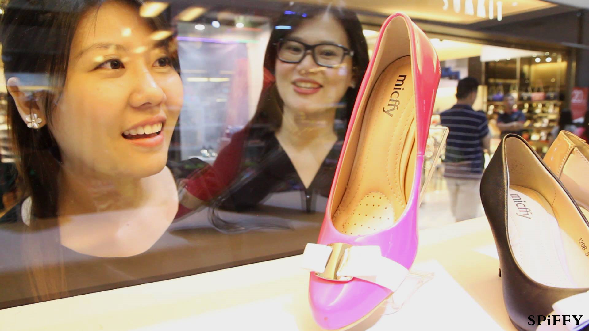 Spiffy Shoes Sales Malaysia for With You Club Members 家人 是一輩子的陪伴 - 陪伴 Accompany - 微電影 Spiffy Shoes Present Spiffy Shoes Jan 2015 A03