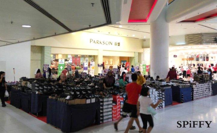 Fashion Shoes Sales Affordable Shoes Red Modani Store at Subang Parade Subang Jaya Selangor Malaysia Spiffy Fasshion Shoes Season Clearance Stock Spiffy Fair A01