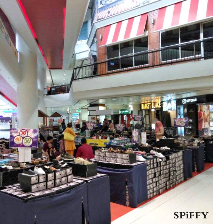 Fashion Shoes Sales Affordable Shoes Red Modani Store at Subang Parade Subang Jaya Selangor Malaysia Spiffy Fasshion Shoes Season Clearance Stock Spiffy Fair A03