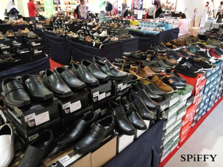 Fashion Shoes Sales Affordable Shoes Red Modani Store at Subang Parade Subang Jaya Selangor Malaysia Spiffy Fasshion Shoes Season Clearance Stock Spiffy Fair A08