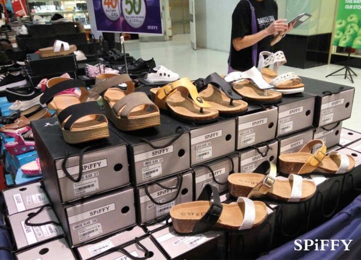 Fashion Shoes Sales Affordable Shoes Red Modani Store at Subang Parade Subang Jaya Selangor Malaysia Spiffy Fasshion Shoes Season Clearance Stock Spiffy Fair A13