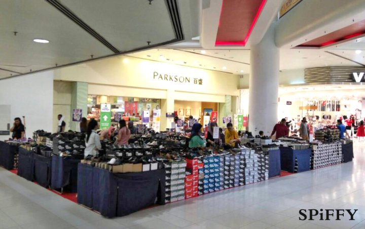 Fashion Shoes Sales Affordable Shoes Red Modani Store at Subang Parade Subang Jaya Selangor Malaysia Spiffy Fasshion Shoes Season Clearance Stock Spiffy Fair A15
