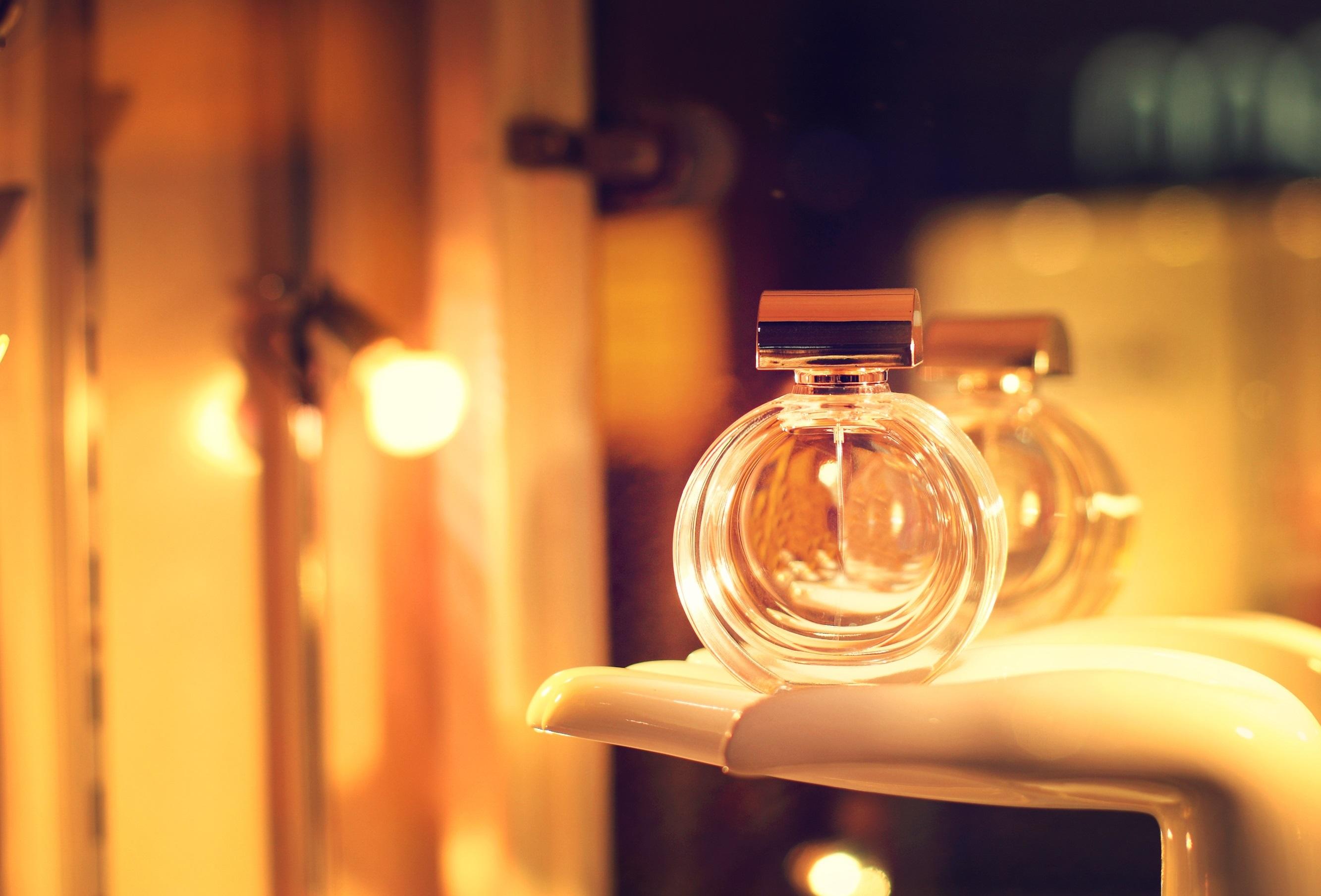 perfume-213894401.jpg